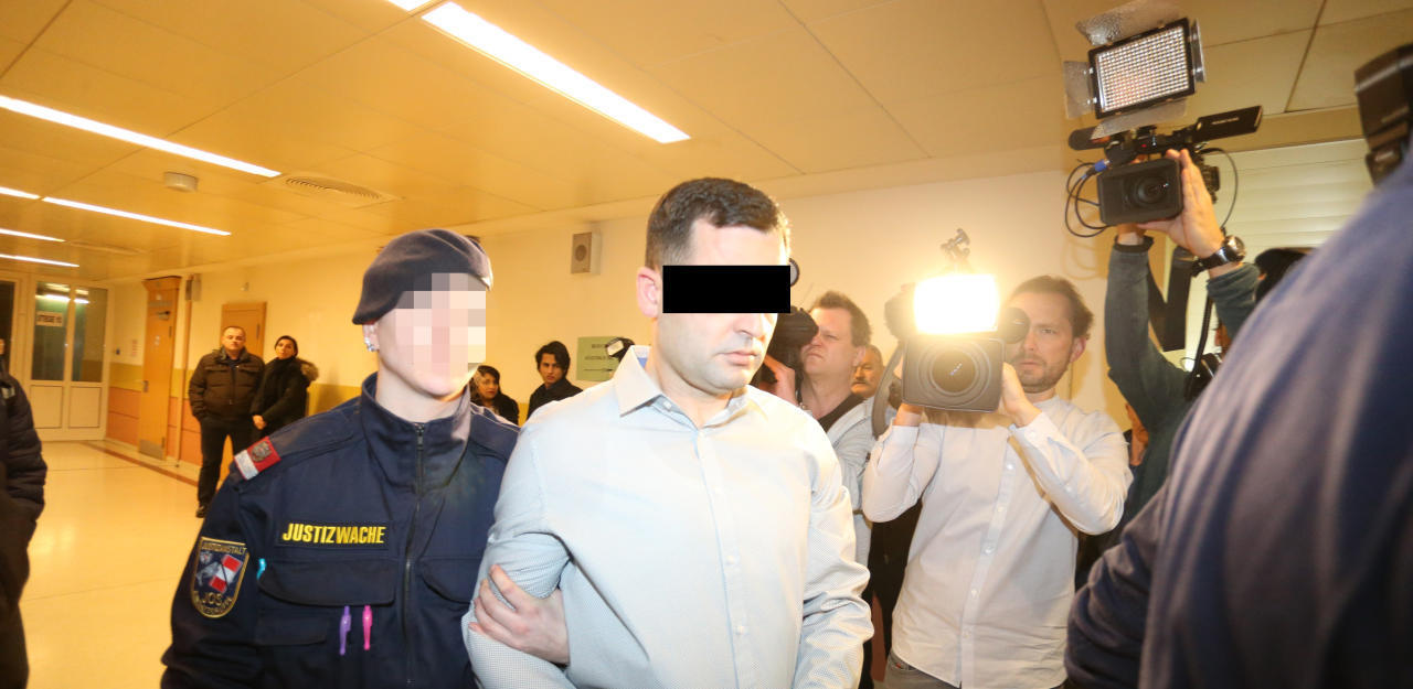 Großer Andrang beim Mord-Prozess.